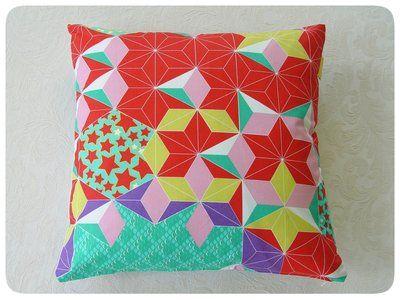 geometrisch rood Vlisco Kussenhoes van Studio Zeepsop
