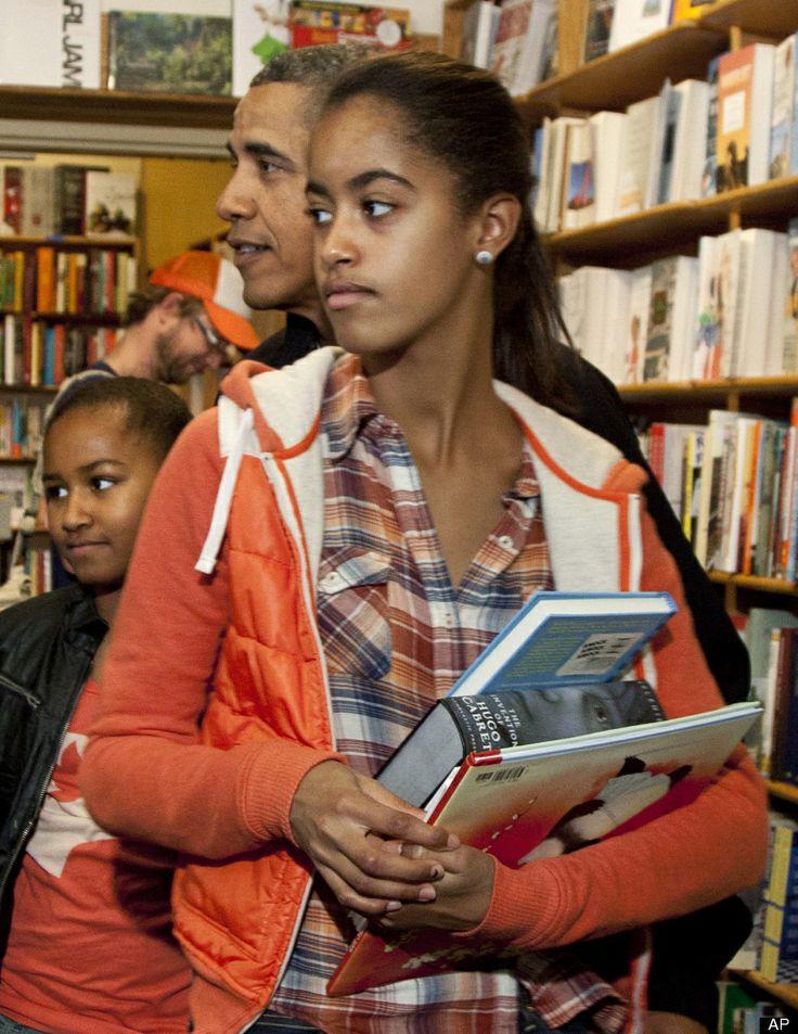 Malia Obama gets treated by her dad in a bookstore. Malia obama birthday on Pinterest   Malia obama  Barack obama