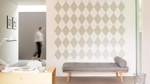 Als je zin hebt in iets geks, dan zijn grafische diamanten of kleurrijke zones geschikt om een designerstouch toe te voegen aan je interieur.