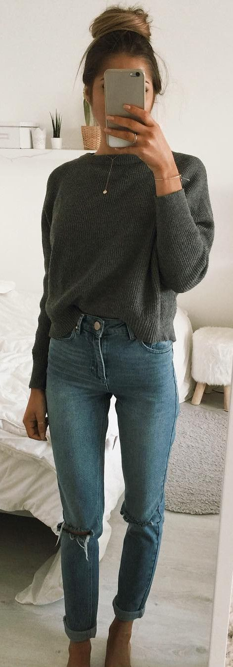 Grey pulover, straight leg jeans, minimal jewelry