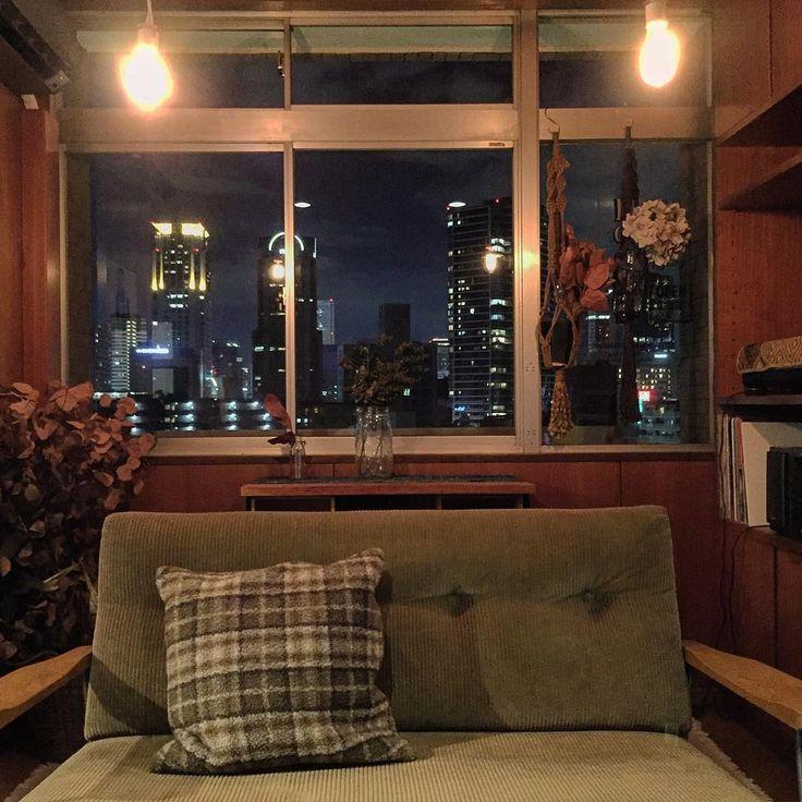 . 部屋から見える梅田の夜景が とてもいい感じです🌃その2 . #interior #room#antique#myroom#vintage #部屋#夜景 #truckfurniture #男前インテリア #ヴィンテージマンション #ナチュラル#ナチュラルインテリア