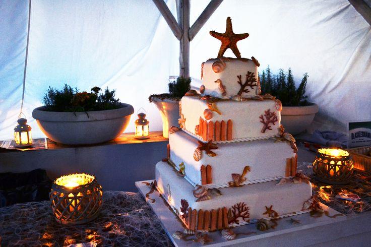 #weddingcake a tema marino con meravigliose decorazioni di conchiglie e stelle marine