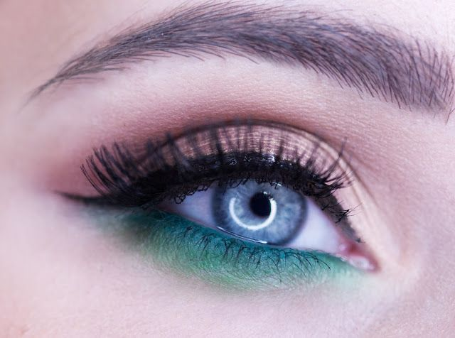 bright eye makeup for blue eyes