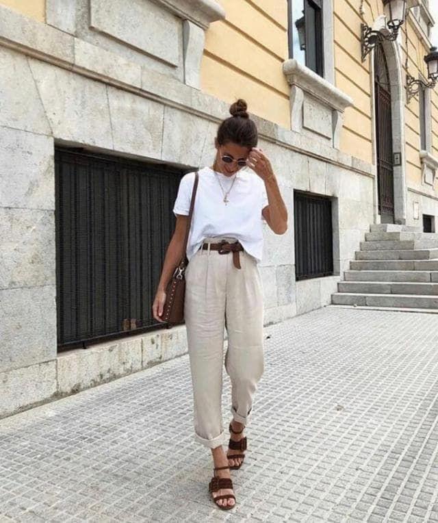 C O M F Y | | | #tshirt #whitetshirt #roundsunglasses #sunglasses #brownbag