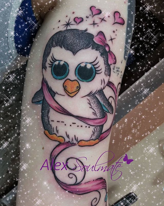 A little cute penguin for her daughter 💖 #tattoo #soulmate #inked #soulmatetattoo #girlstattoo #inkedgirls #girl #girlstuff #aachencity #aachen #alexsoulmate #withlove #tatts #germantattooers #tattoodesign #tatuaje #family #familie #cute #lovesign #liebe #familyoverall #tattooart #tattooartist #heart #herz #endlesslove #penguin #pinguin #savetheplanet