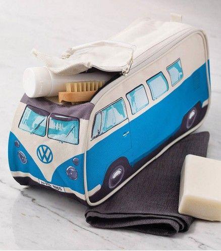 Achetez la trousse de toilette rétro, réplique du van combi de chez VW sur lavantgardiste.com