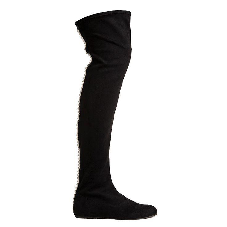 Botas planas de ante negro con tachuelas plateadas en la parte trasera. ¡Dale un punto atrevido a tus looks!