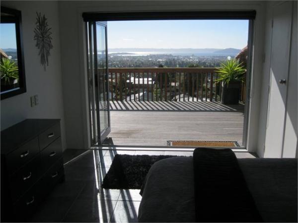 Rotorua Holiday Apartment Rental - 3 Bedroom, 2.0 Bath, Sleeps 8