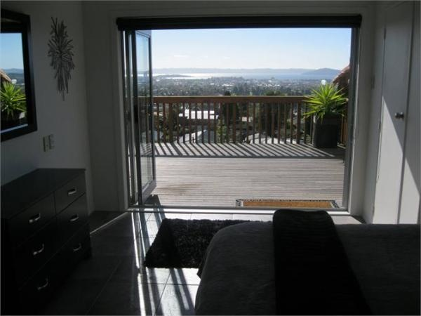 Rotorua Holiday Apartment Rental - 3 Bedroom, 2.0 Bath, Sleeps 8