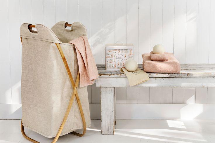 Bamboo laundry hamper | Simons #maisonsimons #scandinavian #scandinaviancomfort #decor #inspiration #pastel #bathroom