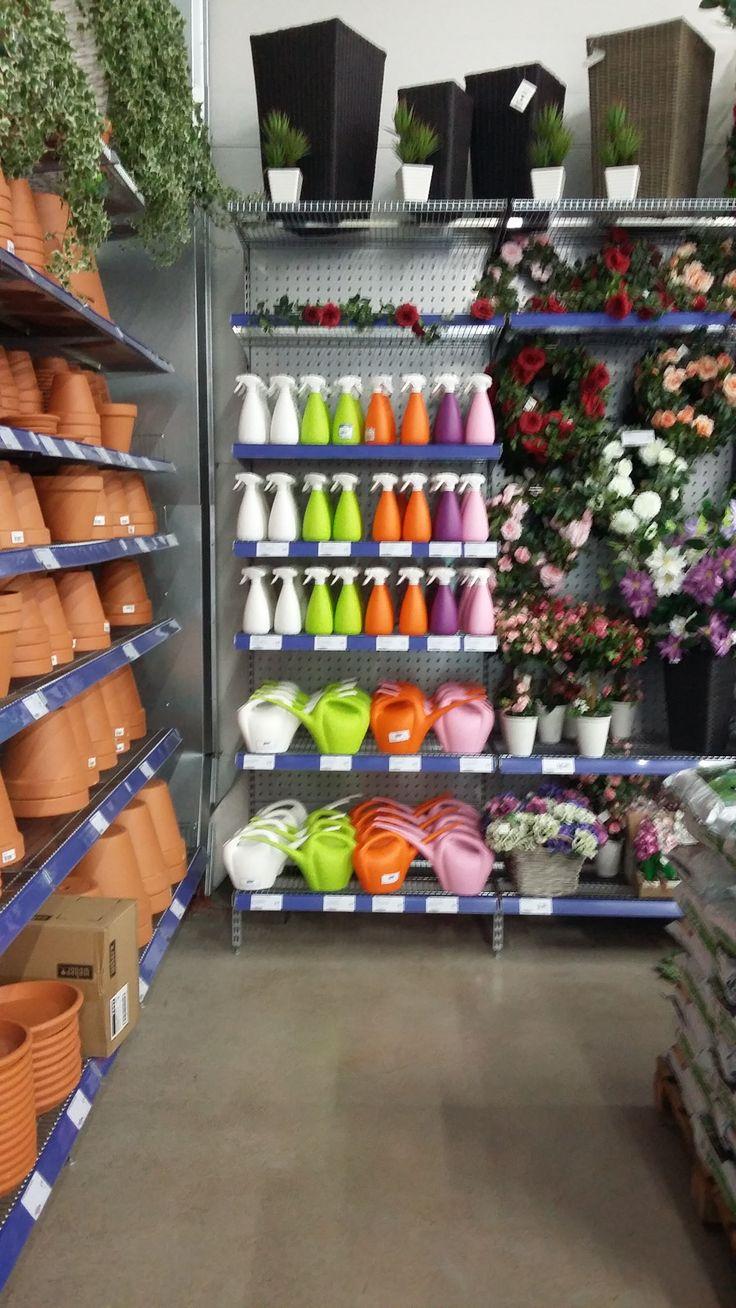 Iloiset värit ja näyttävä hyllynpääty takaavat tyytyväiset asiakkaat!