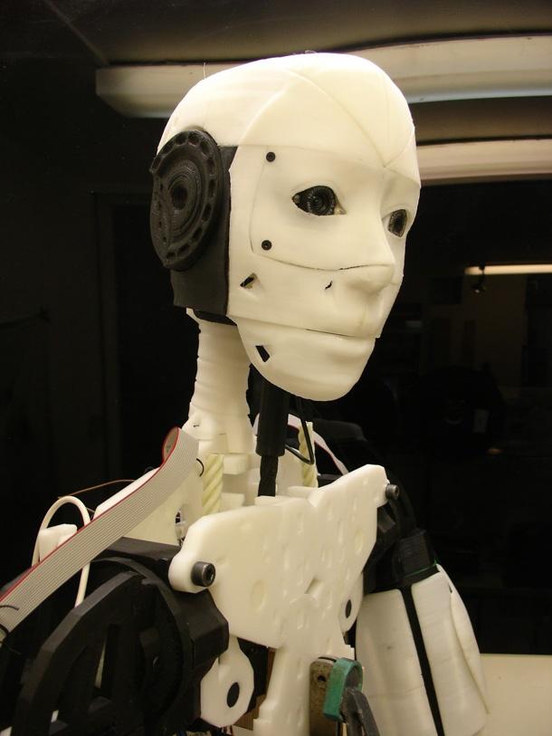 http://www.humanoides.fr/2013/01/22/le-robot-inmoov-a-imprimer-en-3d-chez-soi/