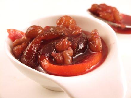 Dulceata de prune cu stafide si nuci