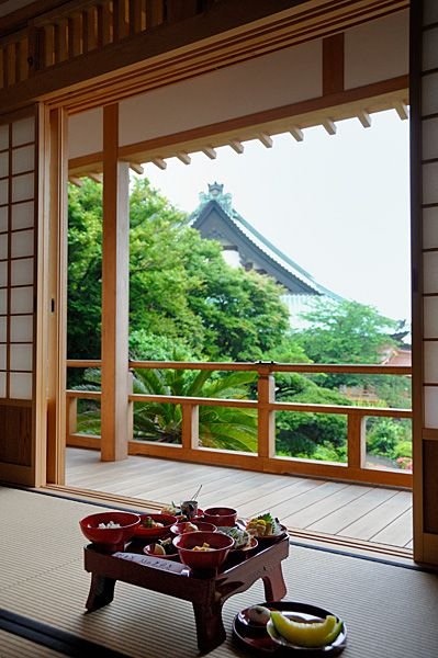 Japanese traditional inn, Ryokan 旅館 - connection to outdoors and adjacent spaces through sliding doors