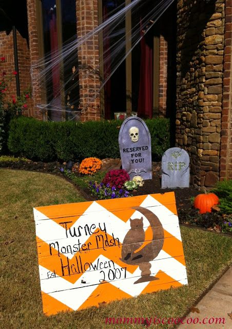 mommy is coo coo: Halloween Chevron Pallet Sigh - 10 More Decorating Ideas for Halloween