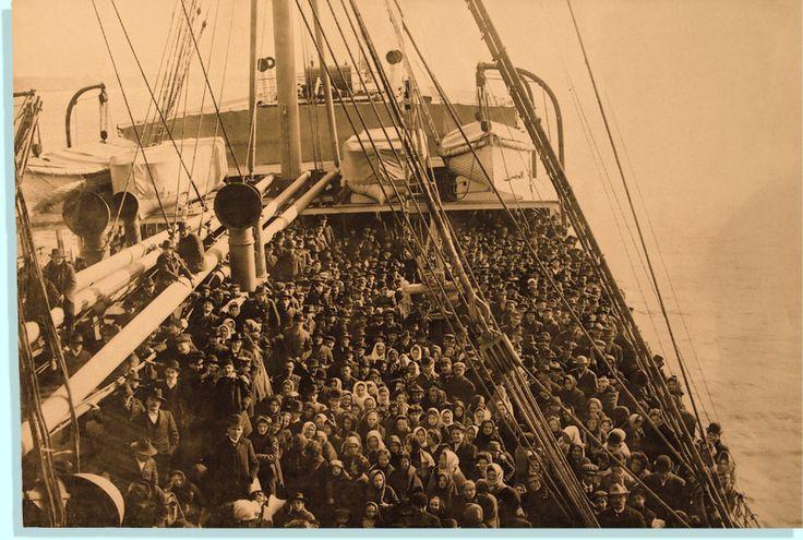 Tra il 1861 e il 1985 sono state registrate più di 29 milioni di partenze dall'Italia. Nell'arco di poco più di un secolo un numero quasi equivalente all'ammontare della popolazione al momento dell'Unità d'Italia (25 milioni nel primo censimento italiano) si trasferì in quasi tutti gli Stati del mondo occidentale e in parte del Nord Africa. Si trattò di un esodo che toccò tutte le regioni italiane.