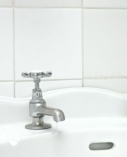Voegen schoonmaken in de badkamer   Flairathome.nl