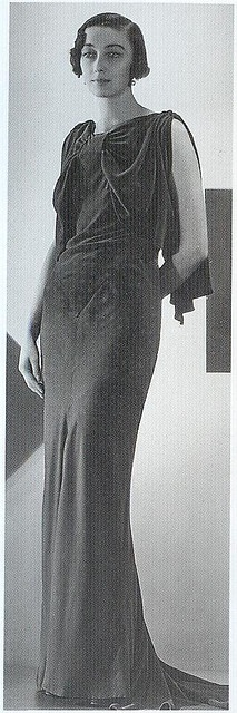 simple dress turned chic with the font detail (Chanel 1930s)