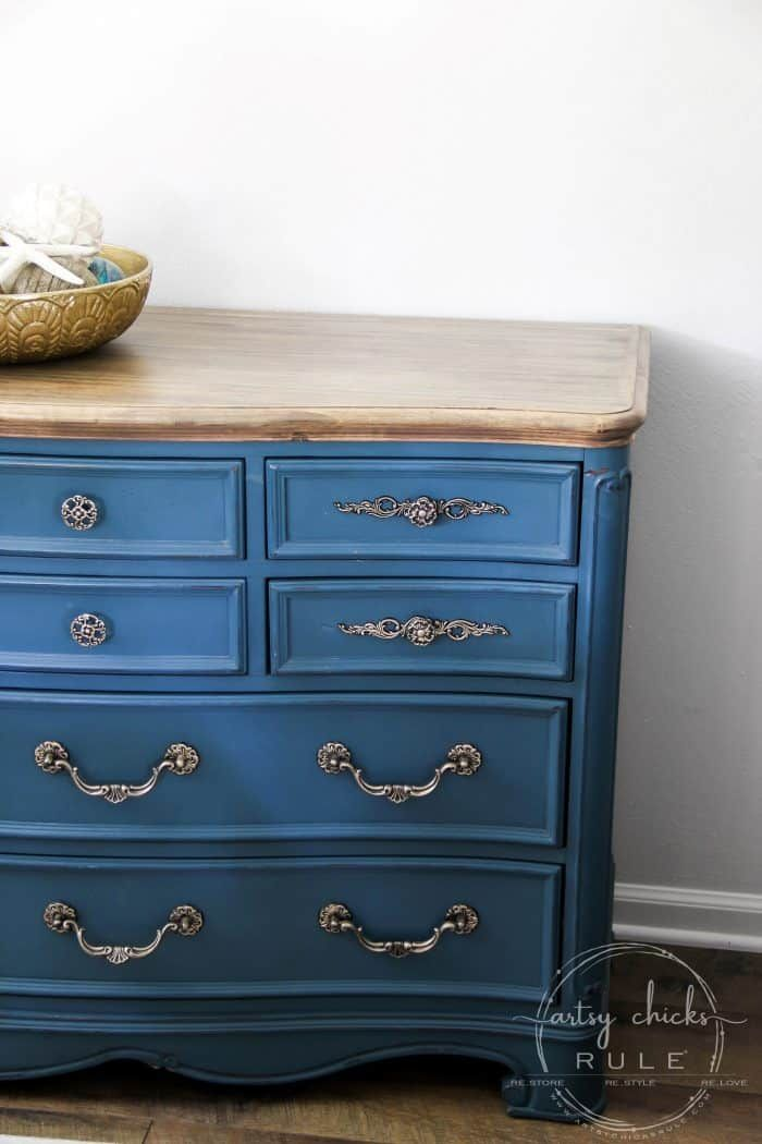 Aubusson Blue Chalk Paint Dresser Makeover Again Artsy Chicks Rule Chalk Paint Dresser Blue Painted Furniture Blue Chalk Paint