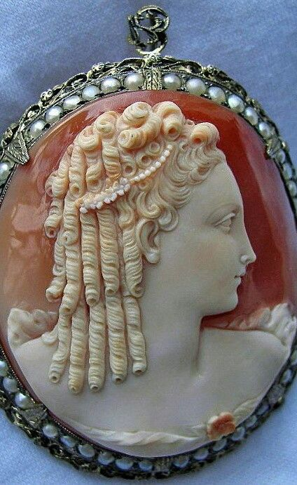 Cameo of Marie Antoinette commissioned for her by King Louis XVI. #EuropeanAntiques #AntiqueCameos