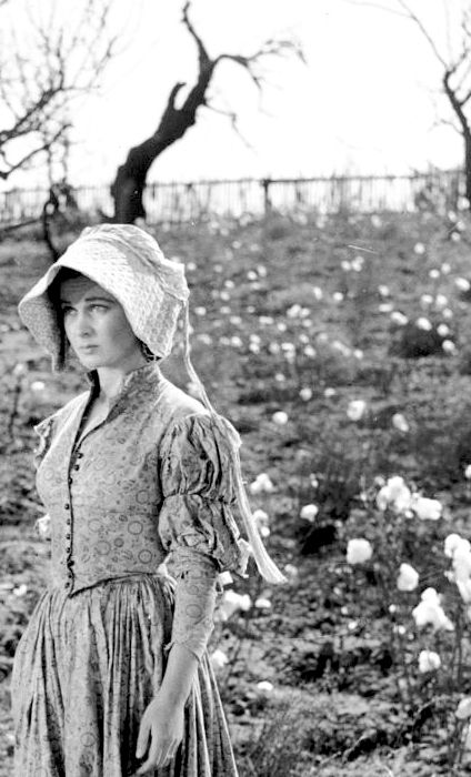 Vivien Leigh as Scarlett O'Hara in 'Gone With The Wind'. She has come home to Tara after the Yankees have stolen everything.
