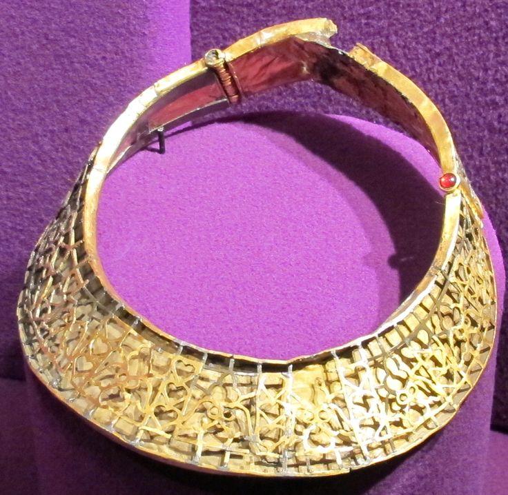 Collare da Pietroasele. Necklace from Pietroasele hoard.