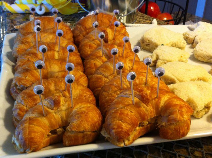 Crab salad or tuna salad with mini croissants! Eyes hot ...