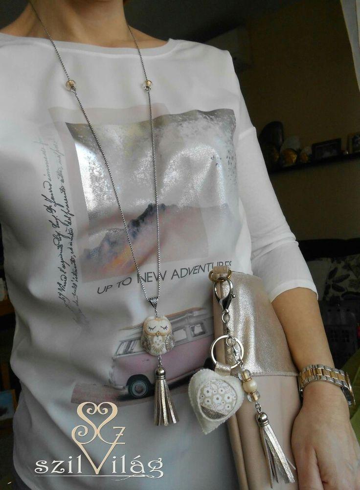 www.facebook.com/szilvilag Kézzel varrt gyapjúfilc kulcstartó-táskadísz, bagoly lánc , garnitúra a kistáskához ♥ fuzió #táska #handmade #bagdecor #keyholder #keyring #baggy #giftbag #jewel #jewelry #rosegold #leather #fashion #tavasz #virágos #szilvilág #dettycase #merger #fuzió #kulcstartó #táskadísz #táskaékszer #ékszer #divat