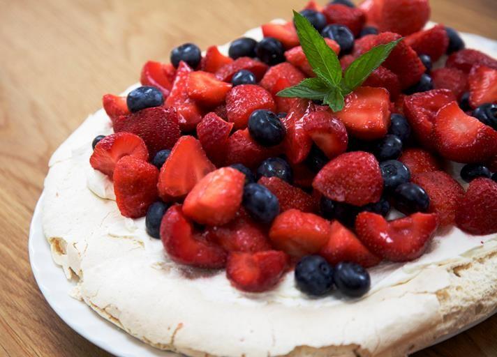#pavlova #berries #summer #meringue #dessert #summerdessert #recipe #pudding