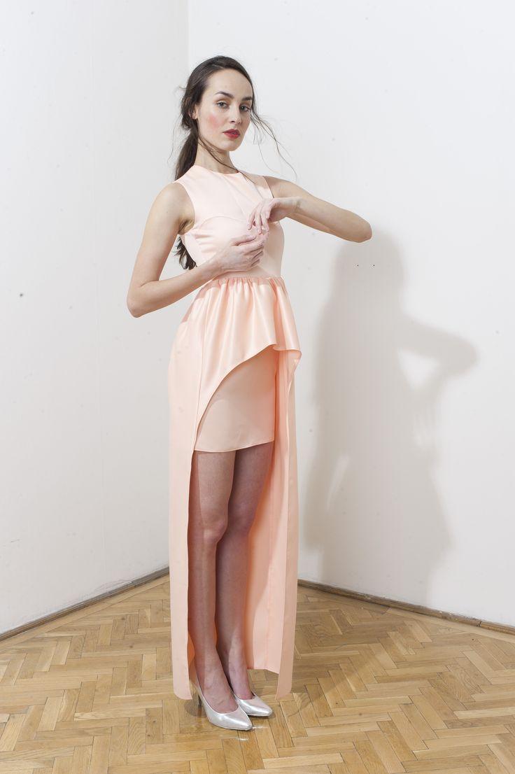 Beautiful peach-colored mini dress by DAIGE Buy at: shop.inspirare.com