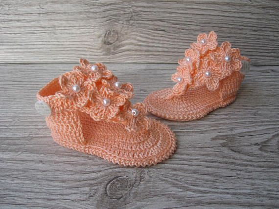 Crochet baby sandals Baby girl sandals peach Flower Baby summer sandals Crochet flip flops Baby flip flops Crochet sandals baby shoes barefoot baby sandal The sandals is light peach color. Made of 100% mercerized cotton yarn. Decorated with flowers and beads. Sizes: Size 1 - 0 - 3