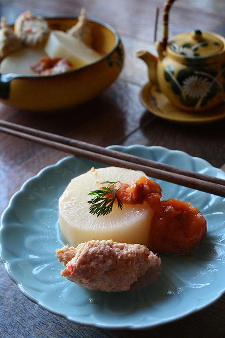春大根とれんこん鶏団子の梅干しすっぱ煮 簡単と時短。 by 青山清美(金魚) / 手仕事5分、レンジと煮込み待ち20分ですいつもの大根、手羽元のすっぱ煮を梅干しの酸味で作ってみたらとても美味しかったのでレシピを書いてみました / Nadia