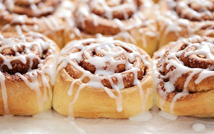 """""""Cinnamon Rolls"""" olarak bilinen hafif tatlı çöreklerden bahsediyoruz. Mis kokulu tarçınlı rulo ya da tarçın ruloları kulağınıza daha tanıdık gelebilir."""