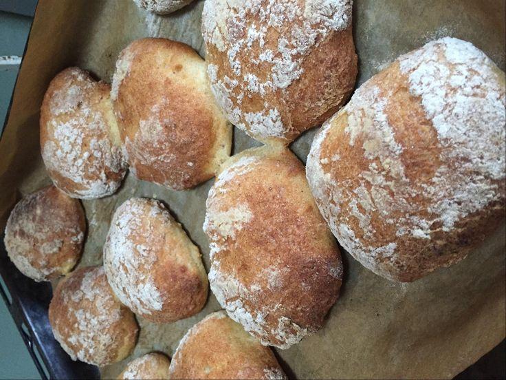Skønne og luftige glutenfri italienske boller, virkelig lækre til sandwich, morgenmad eller brunch. Opskriften er udviklet af Mette Marie Viscor.