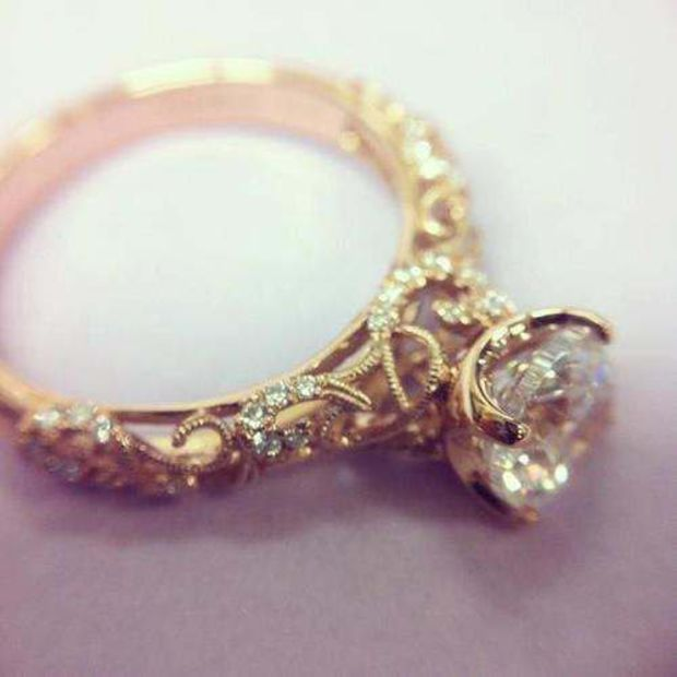 Organic Design Vintage Style Diamond 18K Yellow Gold Engagement Ring