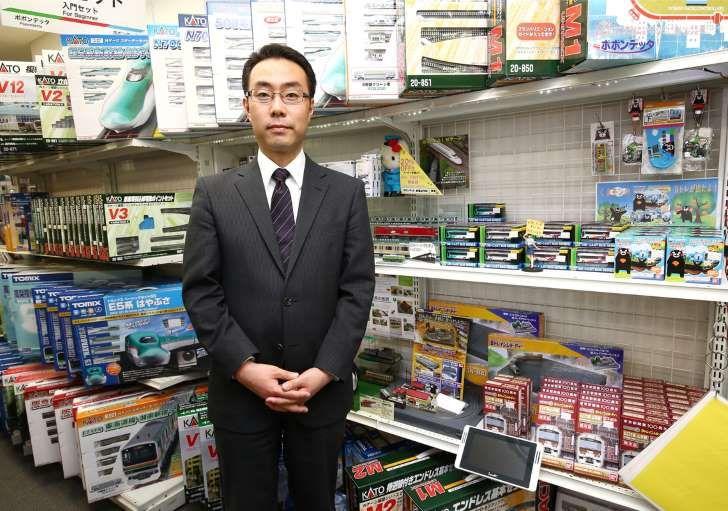 趣味が高じて税理士の道から鉄道模型店の経営へ飛び込んだ、ポポンデッタ代表取締役の太田和伸さん(撮影:尾形文繁)