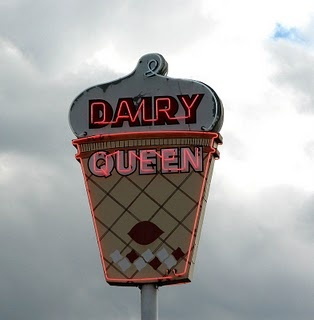 dairy queenQueens Vintage, Remember This, Neon Signs, Queens Signs, Dairy Queens, Vintage Dairy, Vintage Signs, Ice Cream, Vintage Roadside