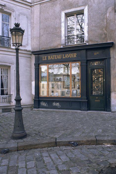 """Bookshop """"Le Bateau Lavoir"""" at Montmartre, Paris."""