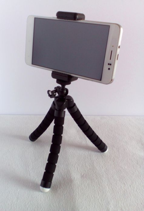 BestTrendy Mini Handy Stativ mit Bluetooth Fernbedienung  https://linasophie77.wordpress.com/2017/04/21/besttrendy-mini-handy-stativ-mit-bluetooth-fernbedienung/
