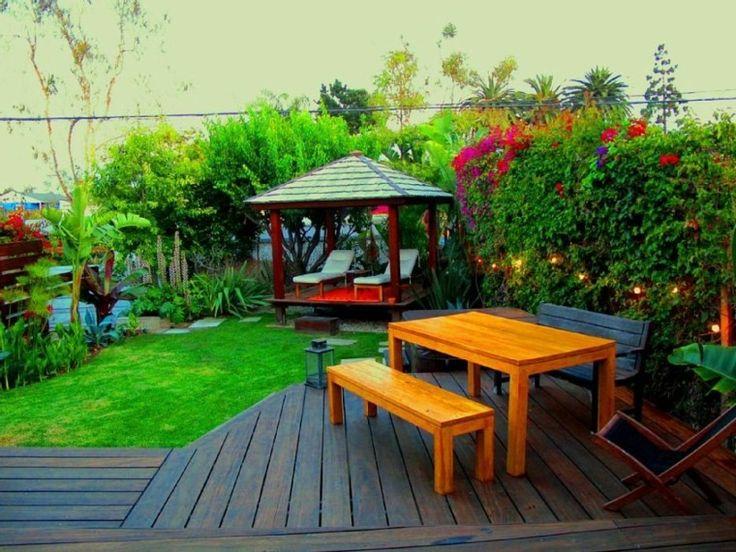 bonito jardin plantas pergola madera