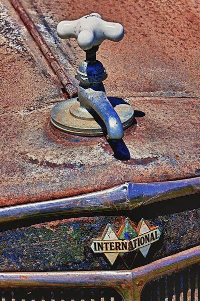 Well, I never thought to do this. Hood ornaments. ★Pinned by http://FlanaganMotors.com.