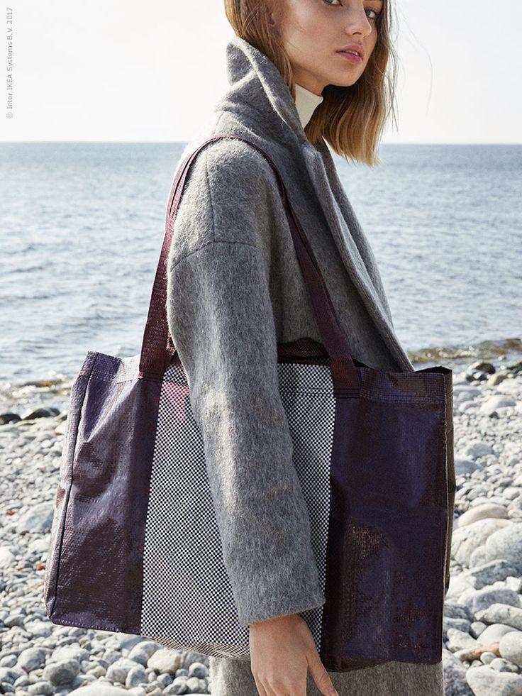Neues Styling gefällig? Mette Hay, Teil des Designduos HAY, mit dem die YPPERLIG Kollektion entstanden ist, wollte die blaue IKEA Tasche aktualisieren, aber dabei dem Original treu bleiben. Wir finden, das ist ihr gelungen!