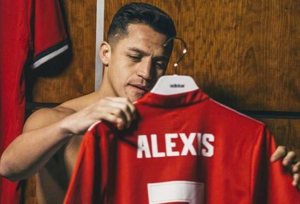 "Jose Mourinho macam menyesal beli Sanchez   HAMPIR tiga bulan di Old Trafford tampil dalam lapan perlawanan namun Alexis Sanchez baru catat satu gol.  Prestrasi hambar ini sekaligus gagal menepati reputasi selaku pemain yang menerima gaji paling tinggi di Liga Perdana Inggeris (EPL).  Bagi Jose Mourinho prestasi kurang menjadi Sanchez itu berpunca waktu perpindahan yang salah.  ""Apa yang silap adalah dia hadir pada detik yang teruk pada sesebuah musim iaitu perpindahan musim sejuk.  "" Saya…"