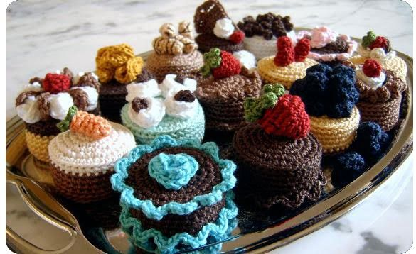 Crochet e fantasia | Le Dernier Cri: Crochet Desserts, Crochet Food, Cakes Sachets, Cute Ideas, Crochet Cupcake, Crochet Amigurumi, Crochet Patterns, Cakes Crochet Free Patterns, Crochet Cakes