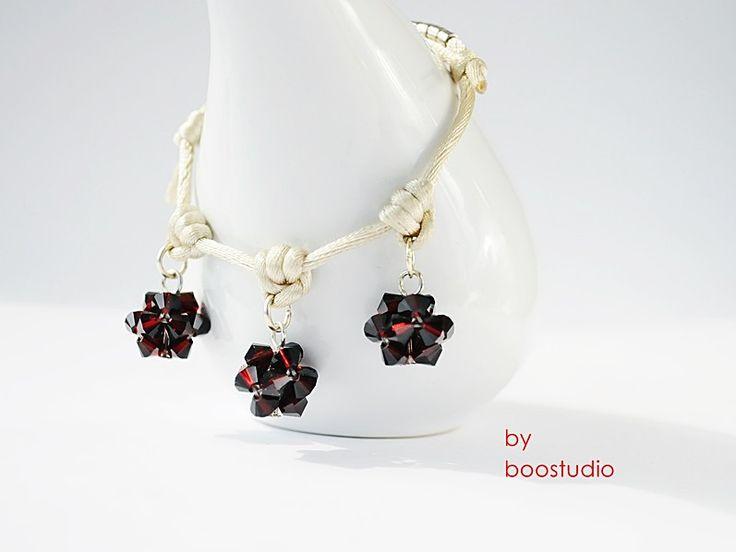 Satin cord bracelet - bransoletka z satyny w kolorze kości słoniowej ozdobiona trzema kulkami wykonanymi z kryształków Swarovskiego - BICONE - GARNET ( ciemna czerwień ). Dodatkową ozdobę stanowią japońskie koraliki MIYUKI. www.facebook.com/BooStudioHandMade