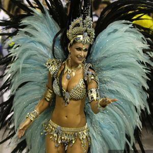 Фотографии карнавальных бразильских костюмов
