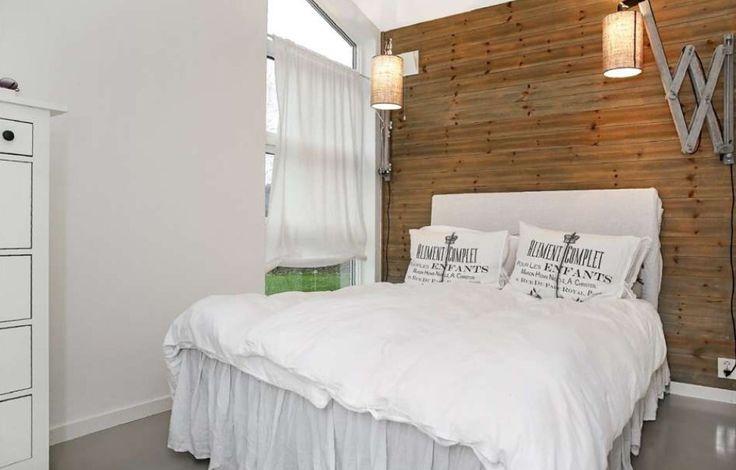 Bedroom Rupanel på vegg, beiset.