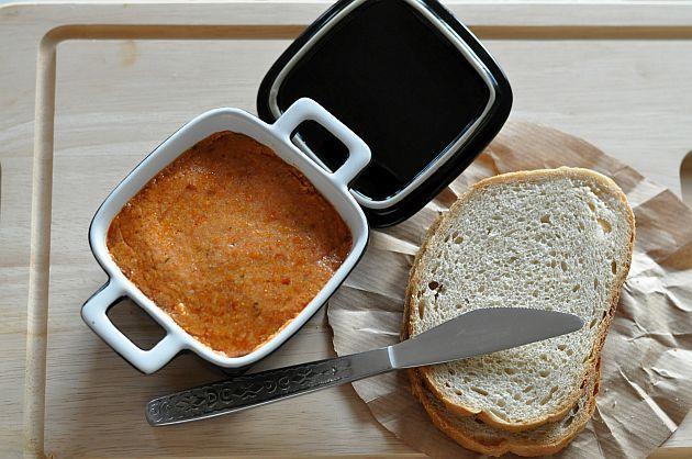 Pasta z kaszy jaglanej i suszonych pomidorów