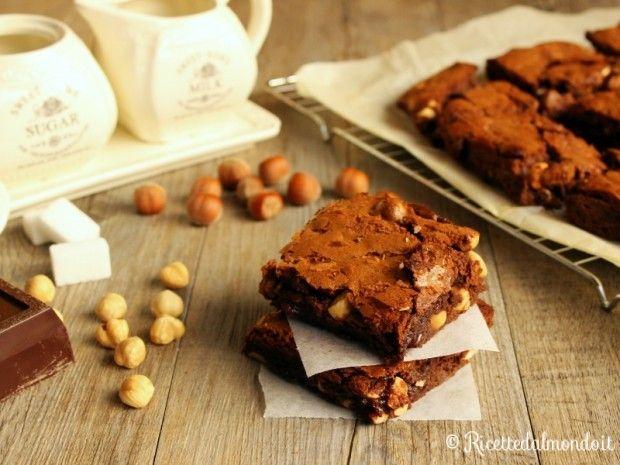 Brownies  Sono i più classici dolcetti americani, con cioccolato e nocciole! http://bit.ly/-Brownies