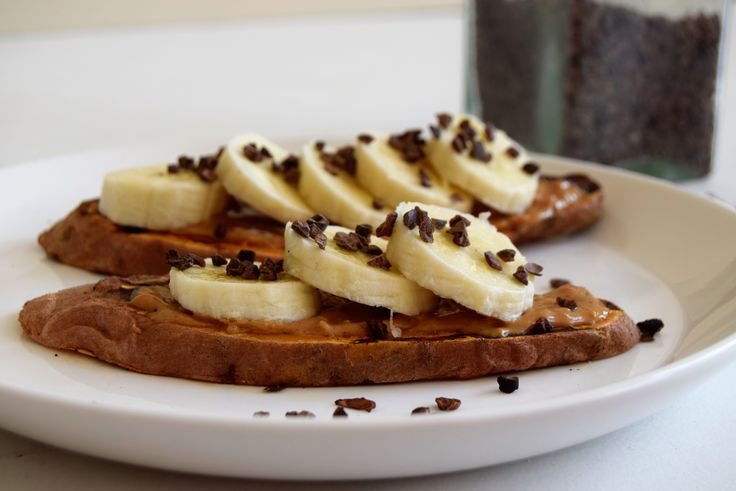 Ben je opzoek naar een vervanger voor brood? Dan is deze zoete aardappel toast ideaal! Makkelijk, lekker én voedzaam. Bekijk hier het simpele recept.